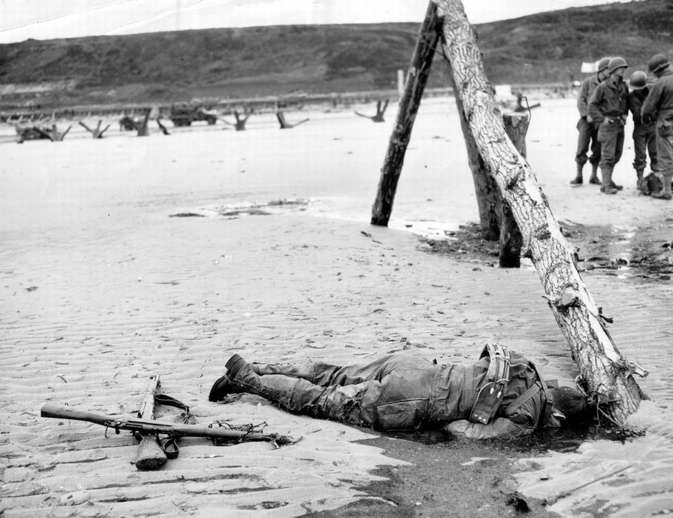 Omaha_Beach_American_Casualty 2