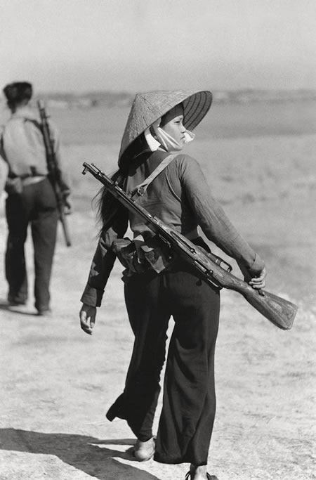 AV04 female_soldier_jpg