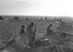 Israeli_troops_in_sinai_war_-_1