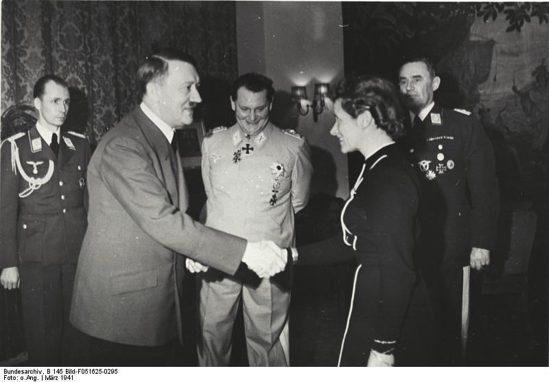 Verleihung des EK an Hanna Reitsch durch Hitler