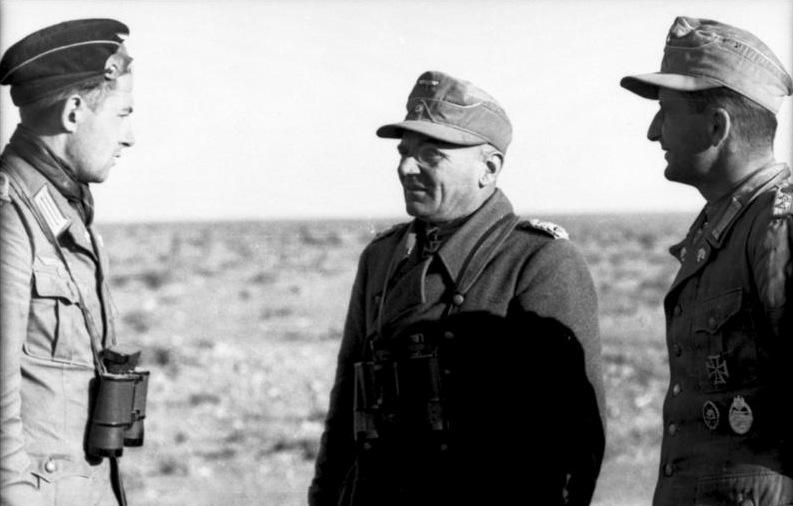Nordafrika, Offiziere bei Besprechung