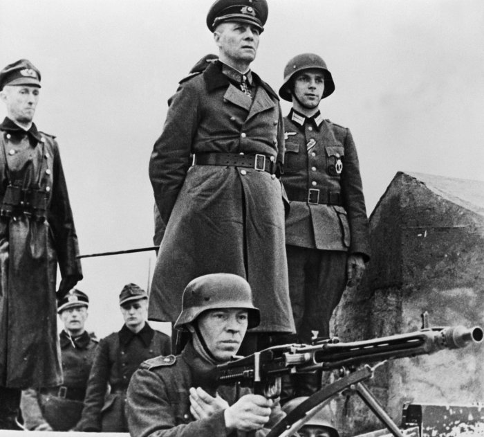 rommel-inspecting-defenses-normandy-1944