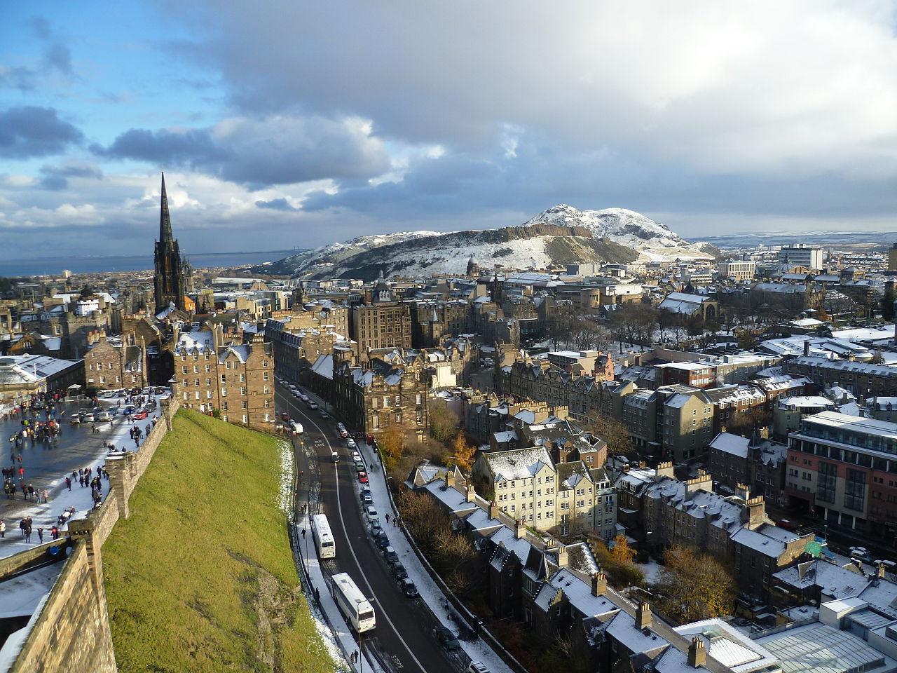 1280px-View_of_Edinburgh_from_the_Palace_block_of_Edinburgh_Castle