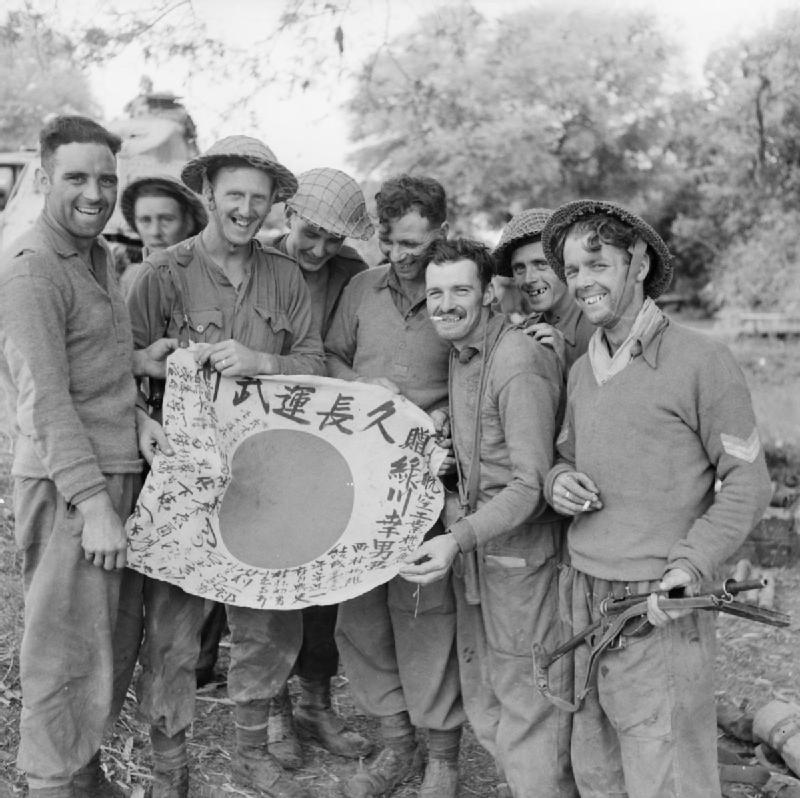 Royal_Scots_with_flag_01-1945