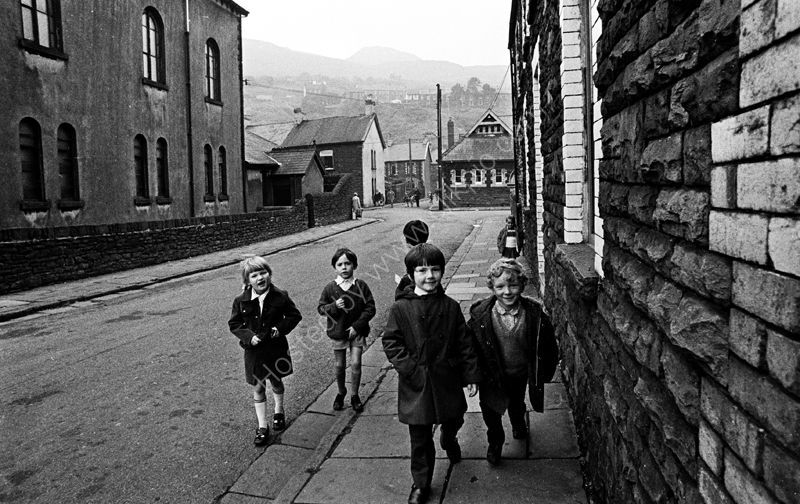 Rhondda-Valley-children-in-street-13-copy