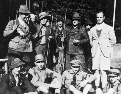 Willy Sacs mit heinrich Himmler (lnks) Franz Ritter von Epp, Karl Wolff (rechts)