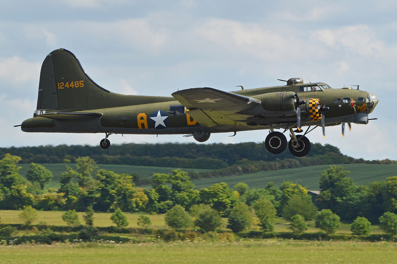 Boeing_B-17G_Flying_Fortress_'124485_-_DF-A'_(G-BEDF)_(14423153306) Sally B'
