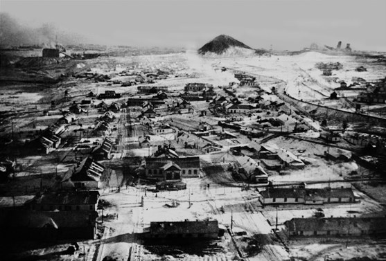 Vorkuta. 1931-1956. The camps at Vorkuta were established in 1931 to mine mineral coal deposits at the foot of the Arctic Ural Mountains, 160 kilometers above the Arctic Circle in an arctic tundra zone. In this region the temperatures fall to 60 degrees below zero in winter, hurricane winds blow, and for three months a year there is perpetual darkness. Here, for 25 years prisoners and exiles built one of the largest coal basins in the Soviet Union from scratch, including over 20 mines, the city of Vorkuta, mining villages, power stations, roads and railroads. The Vorkuta complex of camps and mines was part of the vast industrial-camp system in the Komi Republic. © Stanislaw Kialka/Tomasz Kizny Collection