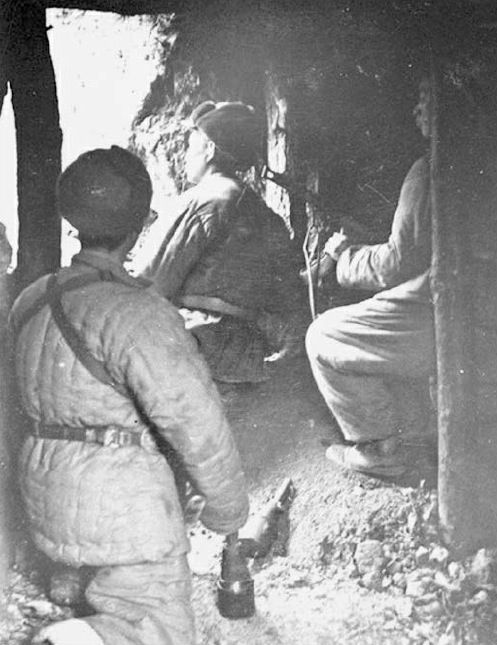 china troops hiding 1950
