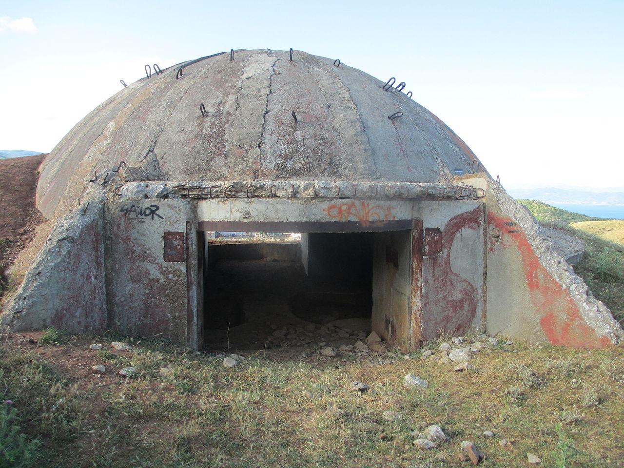 A_bunker_in_Albania,_near_Macedonia_border