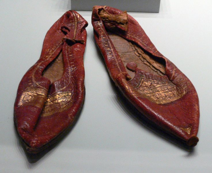 Roman slippers in leather and gold, from Egypt, 4th century.