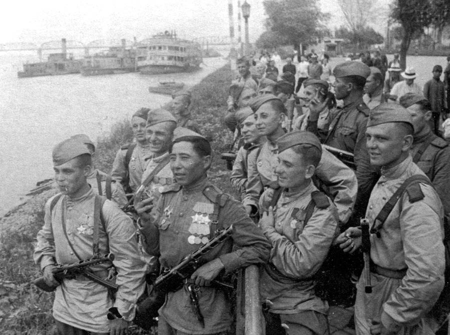 ussr soldiers